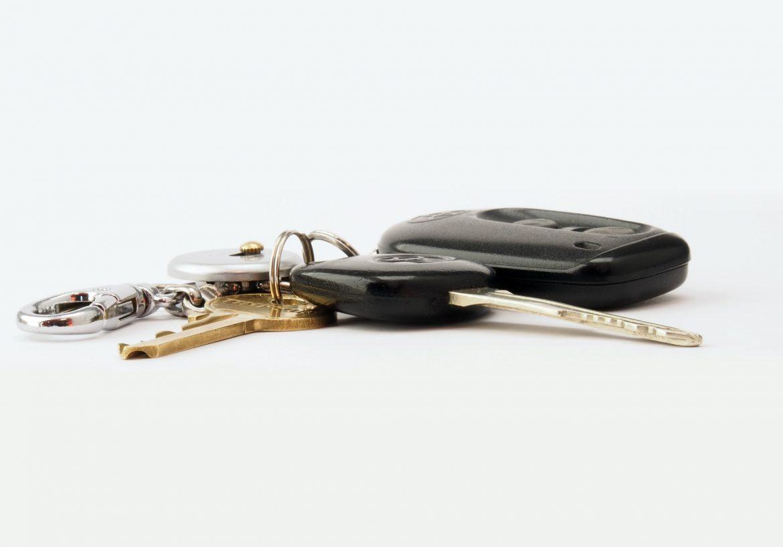 Wynajem samochodów – czym się kierować wybierając wypożyczalnię?