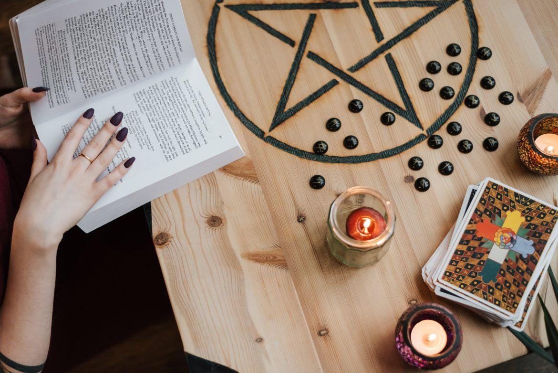 Efekt Forera, czyli dlaczego wierzymy w horoskopy?