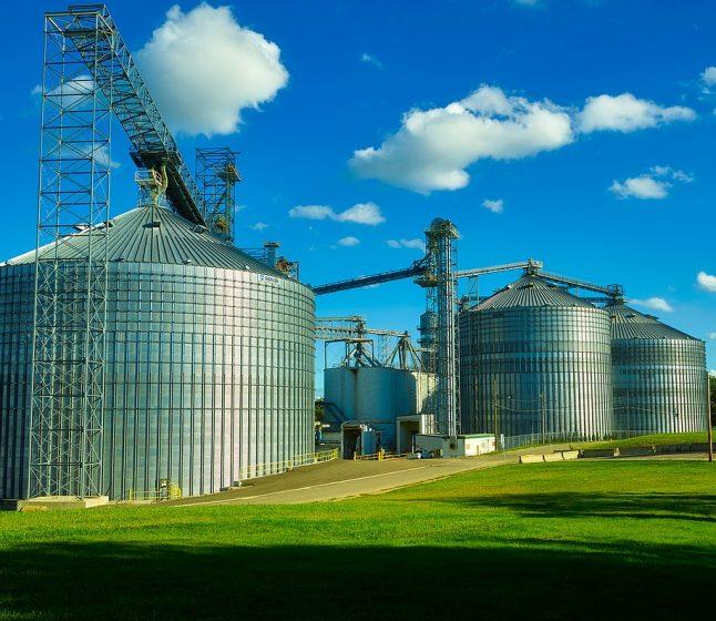 Czyszczenie zbiorników – w jaki sposób dbać o higienę silosów?